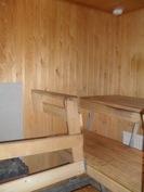 ...kuvassa taloyhtiön siisti sauna sekä...