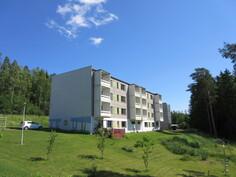 Komea parvekkeellinen täysin uusittu saunallinen kolmio 74,5 m2 järvirikkaassa Laviassa!