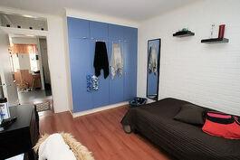 Makuuhuone 2:n kaapistot