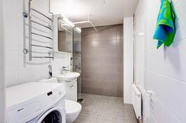 upouusi putkiremontin yhteydessä täysin uusittu kylpyhuone
