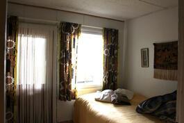 Makuuhuone 3, josta käynti ulos.