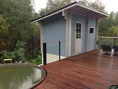 Erillinen sauna sekä uima-allas
