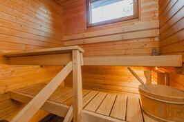 sauna samana vuonna (2010). Kiuas on uusittu 2015.