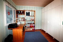 Työhuone / toinen alakerran makuuhuone