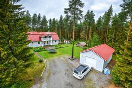 Upea kokonaisuus isolla ja rauhallisella paikalla Laitasaaressa odottaa uusia asukkaitaan!