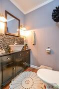 Alakerran ihastuttava erillinen wc, kodin upea tyyli jatkuu täällä!