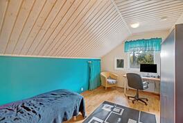 Yläkerran pienemmät makuuhuoneet