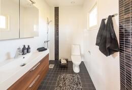 Master Bedroomin kylpyhuone