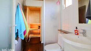 Kylpyhuone sekä sauna