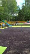 Leikkipuisto vieressä, kesänäkymää.
