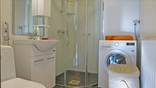 kauniiksi remontoitu kylpyhuone