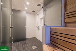 Näkymä saunasta kylpyhuoneeseen
