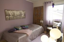 Ak:n 9m2 työhuone soveltuu hyvin makuuhuoneeksi