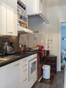 Puuhella keittiössä