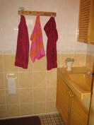 Erillinen wc, jossa vesikiert. lattialämmitys.