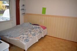 Makuuhuone 1 (täällä oma vaatehuone)