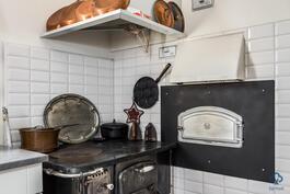 Keittiön puuhella ja leivinuuni