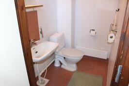 Keskikerroksessa erillinen wc