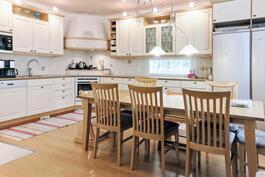kaunis maalaisromanttinen keittiö