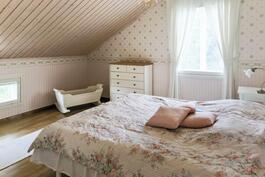 yläkerran makuuhuone 3 (päämakuuhuone)