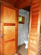 Saunamökissä sijaitseva wc-tila