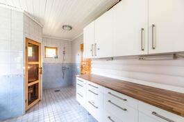 Kodinhoitotilaa + suihku+ sauna