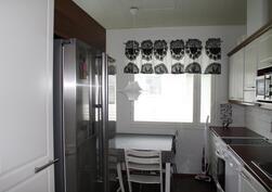 Keittiössä rosterinen kylmäkeskus