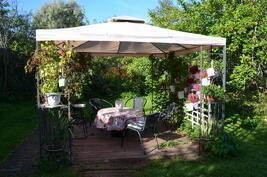 Täällä voit nauttia kesästä, auringosta ja oman talon omasta pihasta