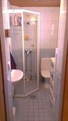 keskikerroksen wc ja suihku