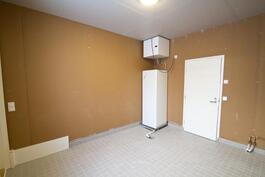 Teknisessä tilassa runsaasti lämmintä varastotilaa.