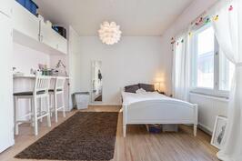 Makuuhuone 1 kerros / Sovrum 1 våningen