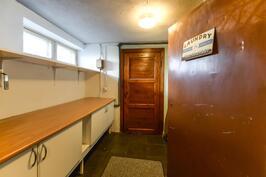 Kodinhoitohuone kellarissa / Hemvårdsrum i källaren