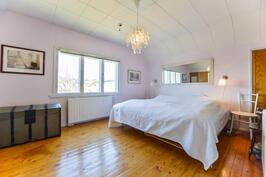 Makuuhuone 2 kerros / Sovrum 2 våningen