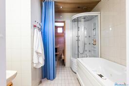 Kylpyhuoneessa poreamme
