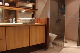 Näyttävä kylpyhuone