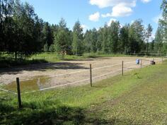 ratsastuskenttä on kooltaan n 24 x 48 m
