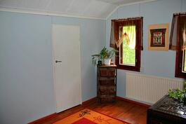 Yläkerran makuuhuoneen yhteydestä löytyy käynti ullakolle