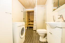 Kylpyhuoneessa lattialämmitys