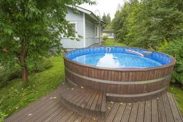 Lämmitettävän uima-altaan tilavuus 17m3