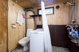 Kylpyhuone ja wc.