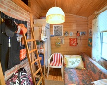 Makuuhuonetta ja pieni parvi