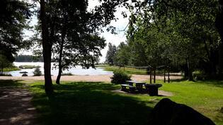 Grillipaikka ja uimaranta 100 m.