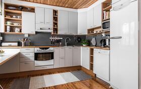hyvin suunniteltu ja käytännöllinen keittiö