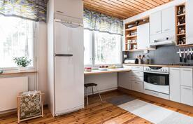 keittiön viihtysyyttä lisää isot ikkunat
