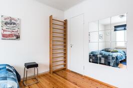 makuuhuone 1, jonka yhteydessä vaatehuone