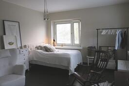 olohuone jaettuna makuuhuonetilaan