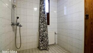 Kylpyhuone, jossa ikkuna