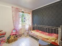 Makuuhuone 2..