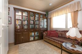 Kirjasto/työhuone