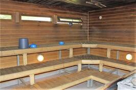 Leirikeskuksen saunarakennus: saunatilat